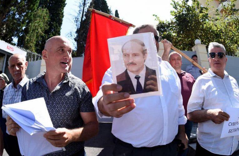 Руководители общественных организаций Грузии пришли в посольство Беларуси в Тбилиси