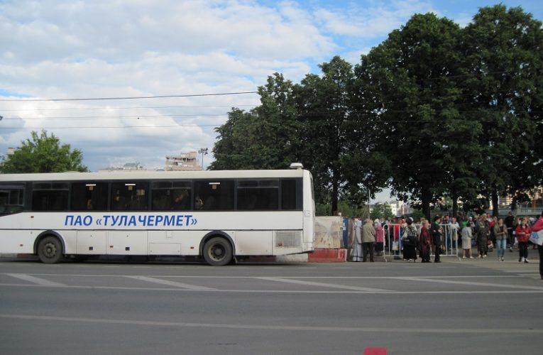 В Казахстане уволенные работницы автобусного парка требуют пособий