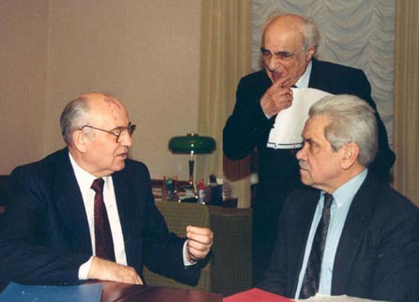 К столетию Анатолия Черняева, помощника и обожателя Горбачёва