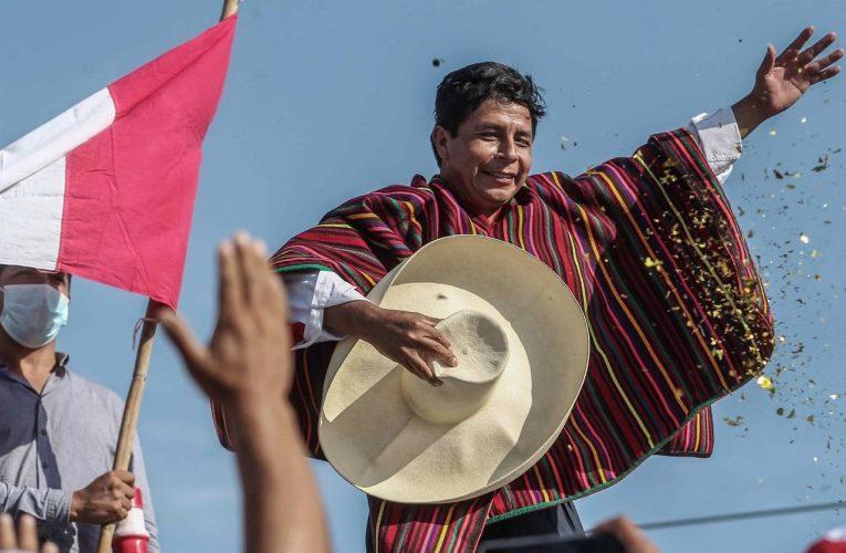 Избранному президенту Перу Кастильо придётся тоже выбирать…