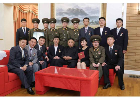Уважаемый товарищ Ким Чен Ын встретился с литераторами и деятелями искусств